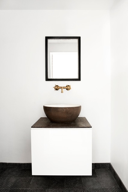 made a mano ceramica speciala exhibitd. Black Bedroom Furniture Sets. Home Design Ideas