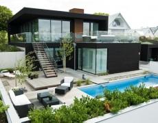 casa moderna lambriu lemn negru (17)